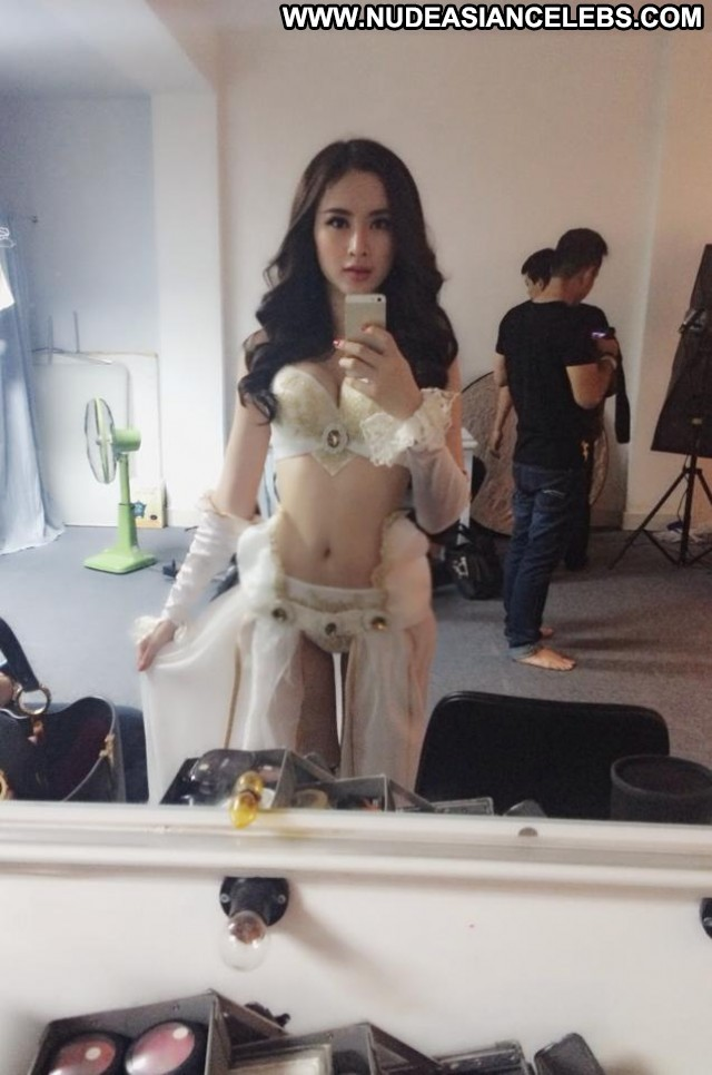 Angela Phuong Trinh The Viet Nam Personal Show Asian Stunning