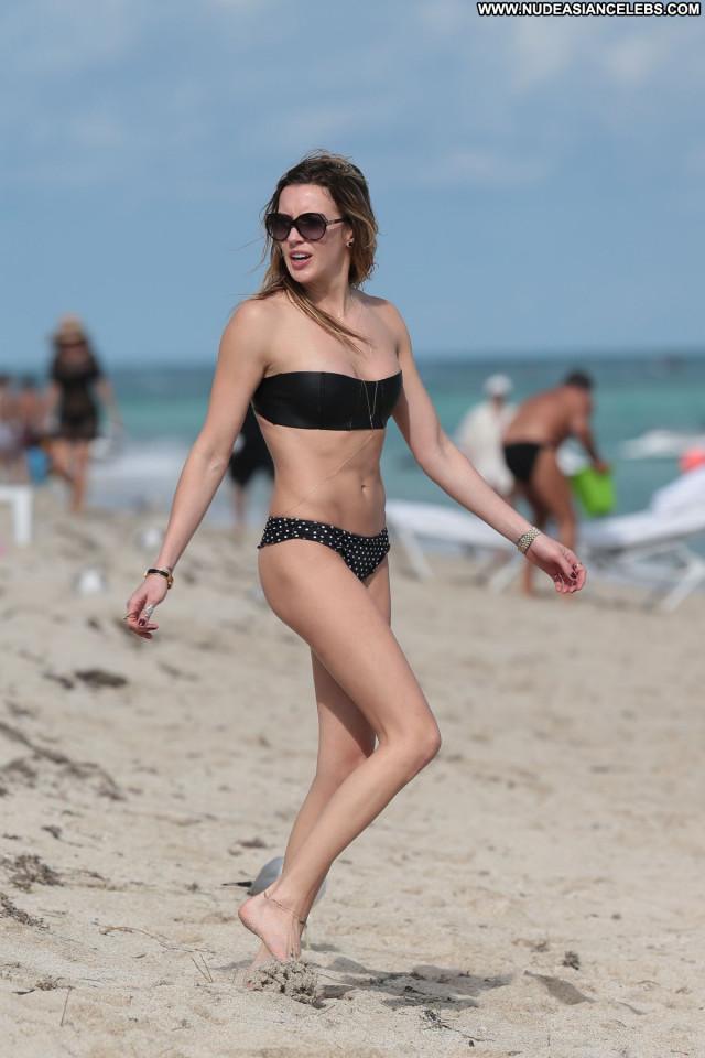 Katie Cassidy The Beach Babe Candids Celebrity Beach Bikini Posing