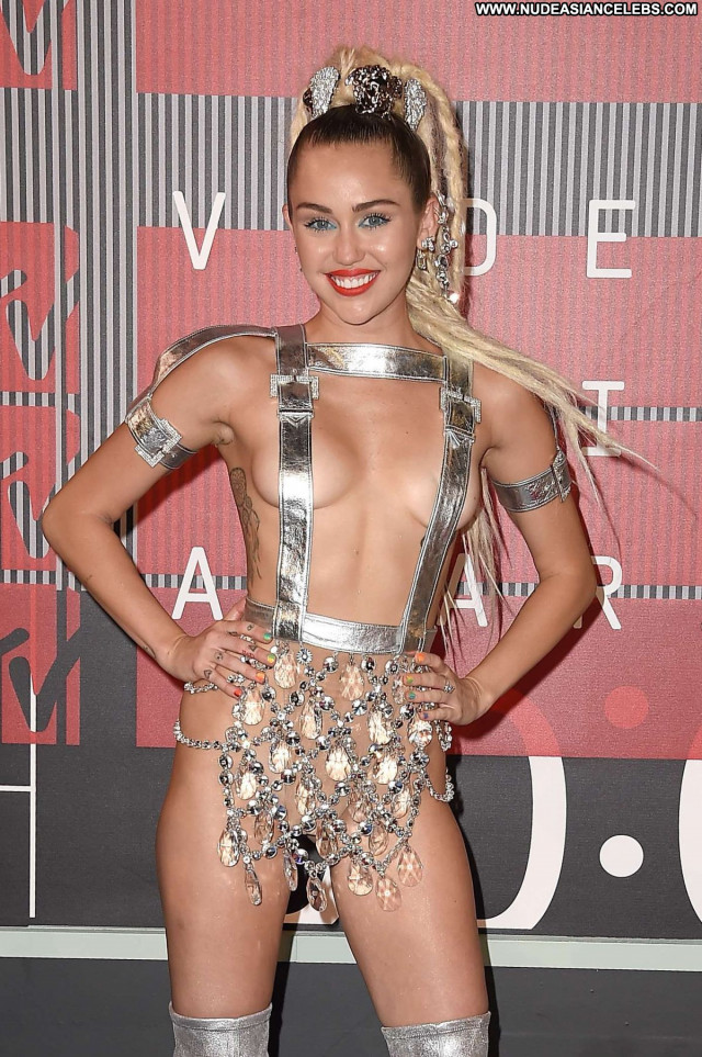 Miley Cyrus No Source Awards Beautiful Posing Hot Babe Celebrity