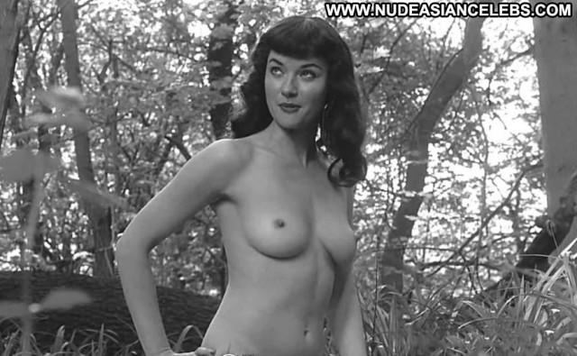 Gretchen Mol Queen Bondage Model Posing Hot Nude Babe Celebrity