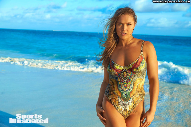 Ronda Rousey Sports Illustrated Swimsuit Babe Posing Hot Pain