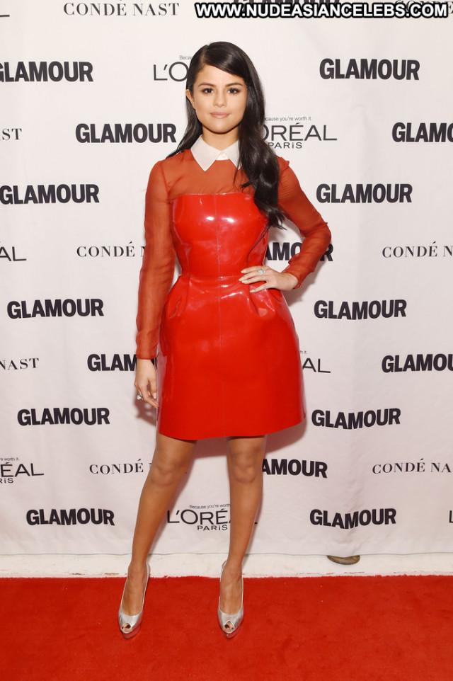 Selena Gomez Glamour Women Posing Hot Glamour Beautiful Celebrity