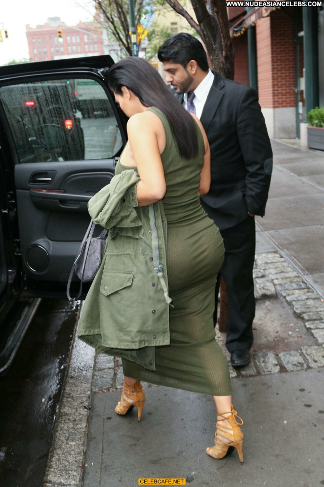 Kim Kardashian No Source  Posing Hot Celebrity Babe Ass Ass Crack