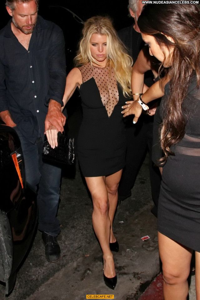 Jessica Simpson No Source Legs Posing Hot Celebrity Cleavage