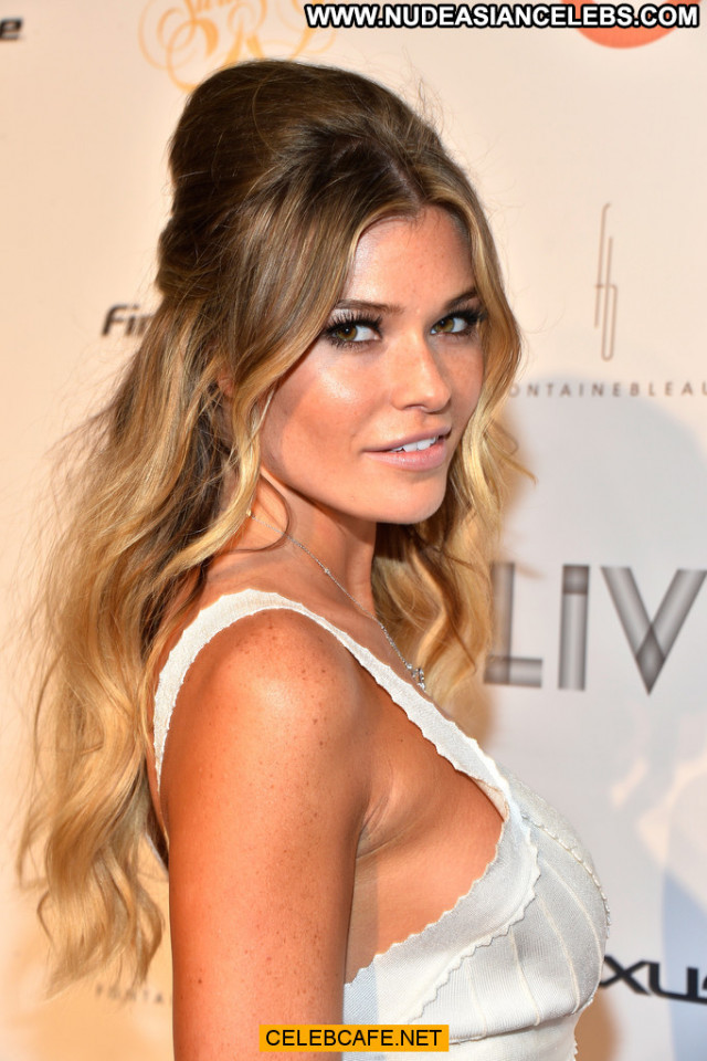 Samantha Hoopes No Source Babe Sex Beautiful Cleavage Sexy Legs