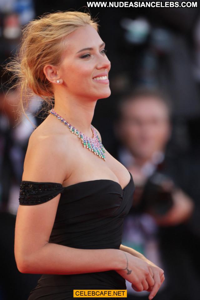 Scarlett Johansson Under The Skin Babe Posing Hot Beautiful Cleavage
