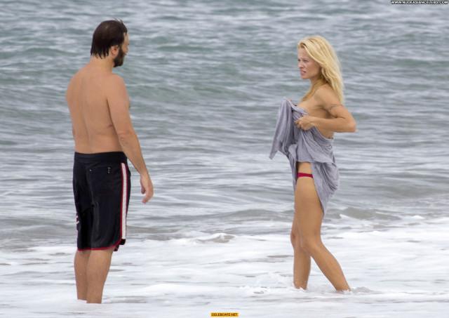Pamela Anderson No Source France Posing Hot Beautiful Toples