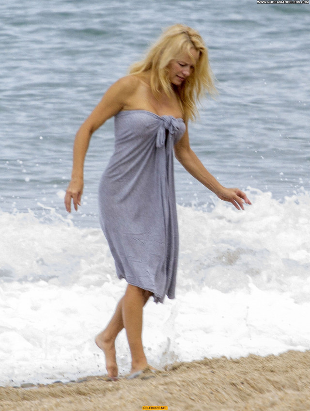 Pamela Anderson No Source Posing Hot Babe Celebrity Beach Toples