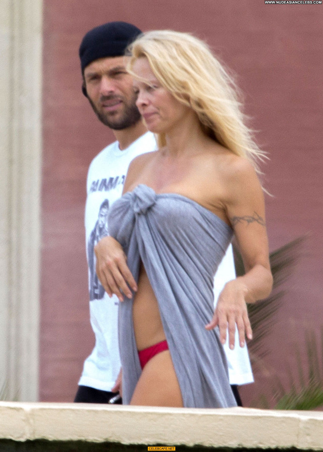 Pamela Anderson No Source France Beautiful Beach Topless Toples Babe