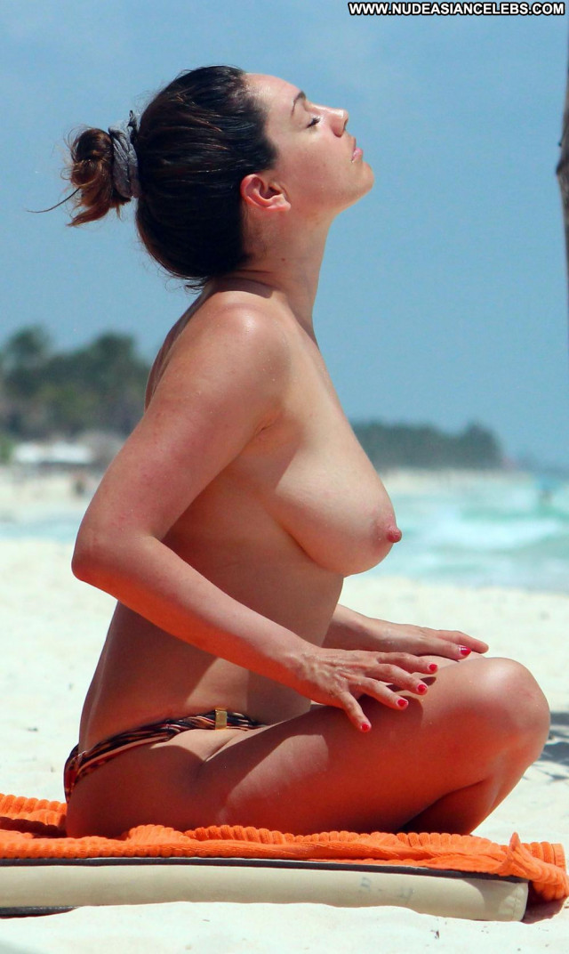 Kelly Brook Time To Leave Natural Topless Celebrity Mexican Breasts