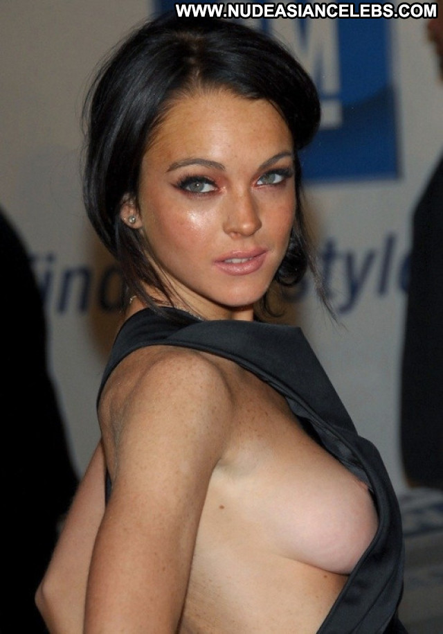 Lindsay Lohan  Posing Hot Celebrity Babe Nude Beautiful