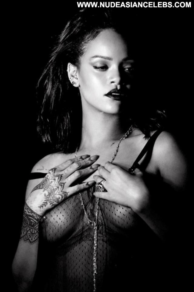 Rihanna No Source Hollywood Live Posing Hot Ebony Pussy Babe