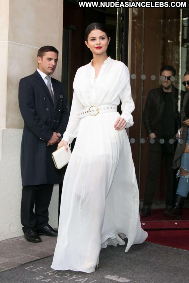 Selena Gomez No Source Celebrity Paris Hotel Babe Hot Posing Hot