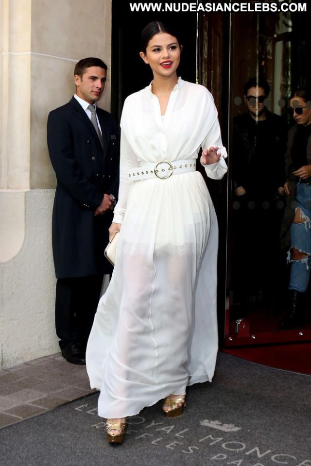 Selena Gomez No Source Paparazzi Hotel Celebrity Paris Babe Posing