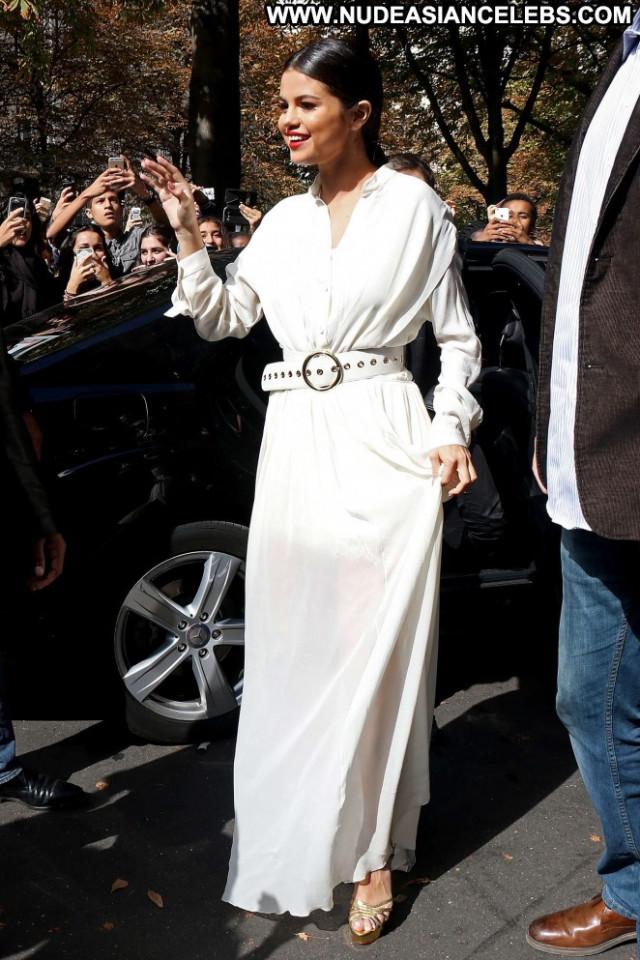 Selena Gomez No Source Paris Celebrity Hotel Hot Posing Hot Paparazzi