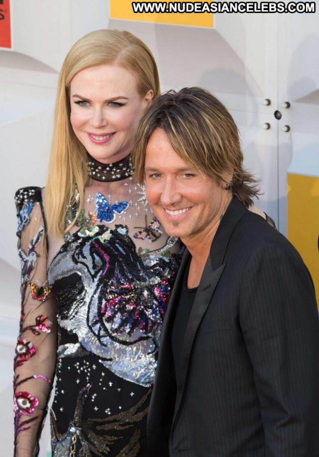 Nicole Kidman Las Vegas Paparazzi Babe Beautiful Awards Posing Hot