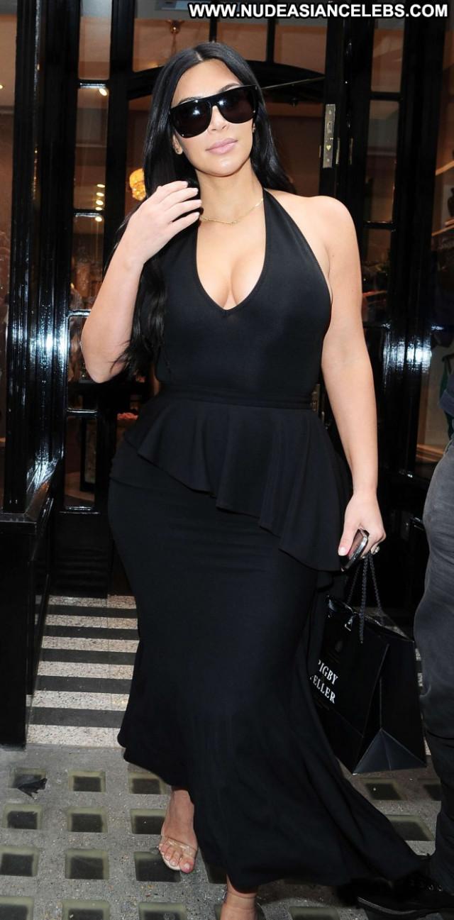 Kim Kardashian London Babe Celebrity Beautiful Paparazzi Posing Hot