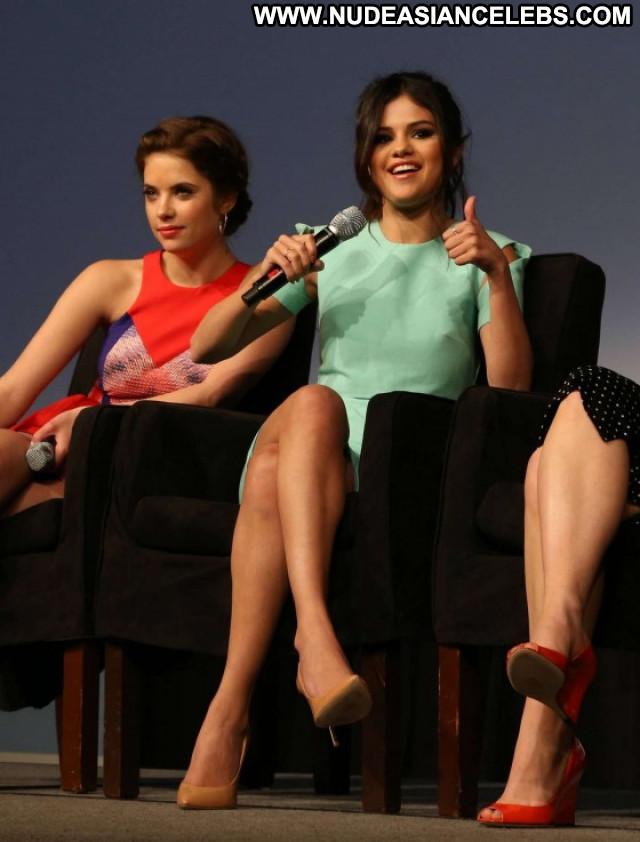 Selena Gomez Celebrity Babe Posing Hot Paparazzi Beautiful Female