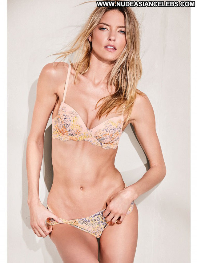 Martha Hunt Fashion Show Bra Babe Angel China Posing Hot Russia