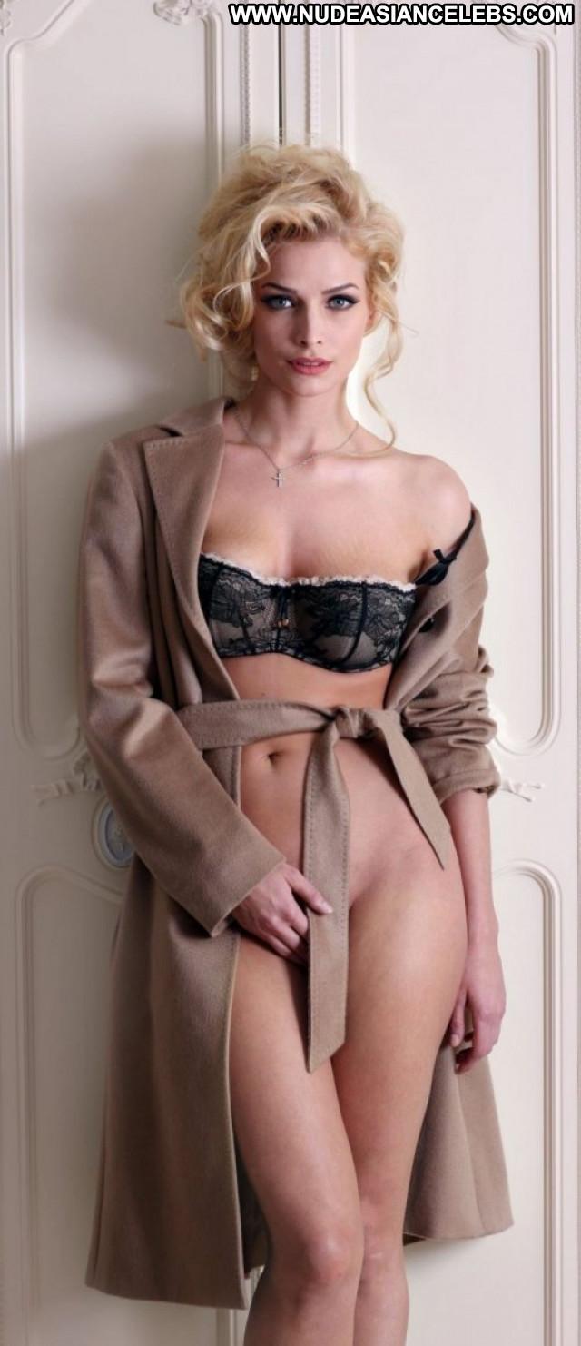 Rihanna In America Babe Female New York Actress Magazine Russian