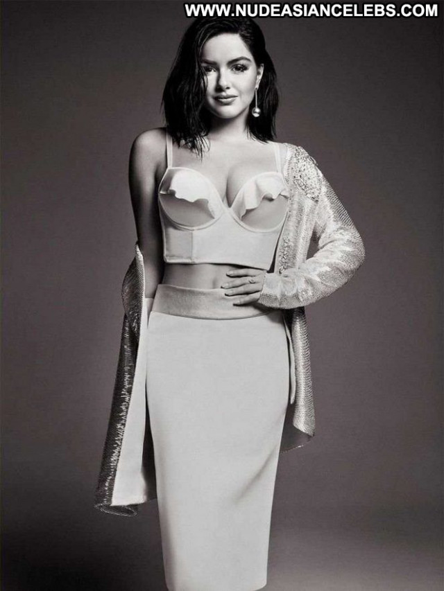 Ariel Winter No Source  Beautiful Posing Hot Magazine Celebrity Babe