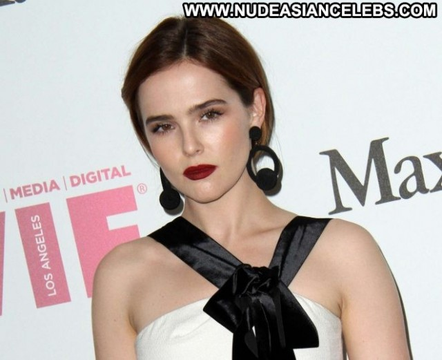 Zoey Deutch Beverly Hills  Babe Celebrity Awards Posing Hot Paparazzi