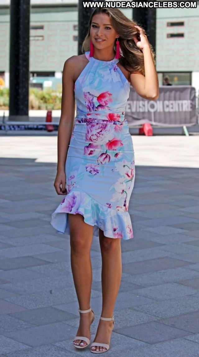Zara Mcdermott No Source Babe Celebrity Paparazzi Posing Hot London