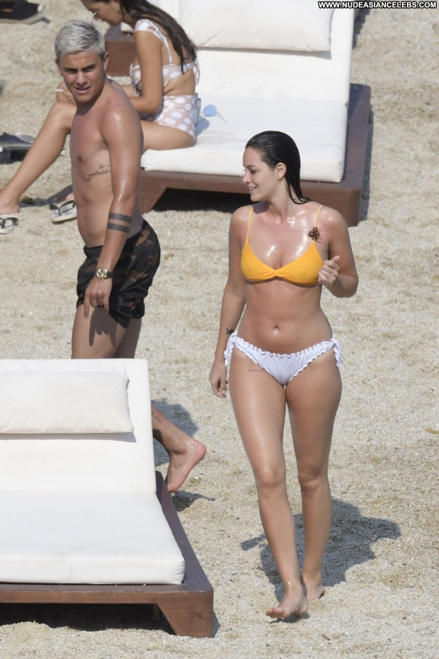 Oriana Sabatini The Beach Football Posing Hot Babe Model Actress Sexy