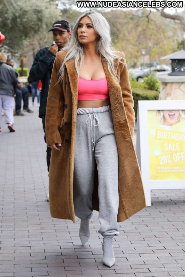 Kim Kardashian No Source Celebrity Babe Posing Hot Beautiful Paparazzi